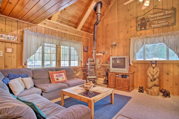 Pet-Friendly Ponderosa Getaway 4 Mi to Trailhead!