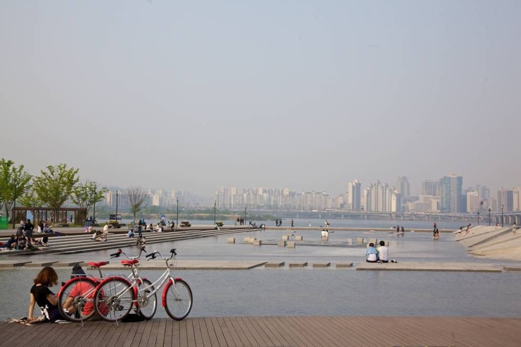Hangang river - 10min walk from the apartment