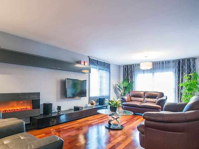 Excellent location in the heart of Richmond Hill - Richmond Hill - Hus