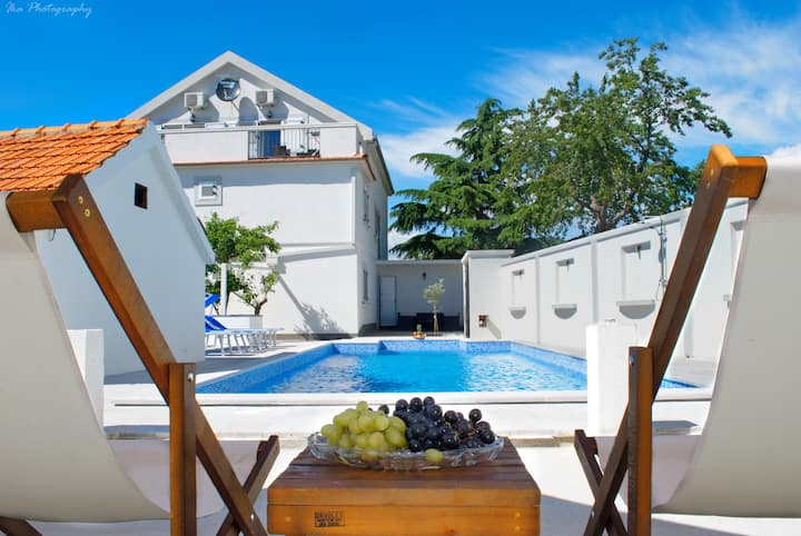 Spacious villa with private swimming pool,50% off
