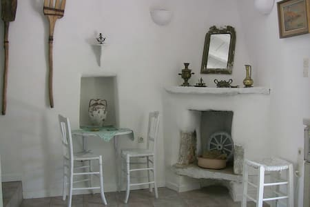 """Anthippi"" Traditional & Relaxing Guesthouse - Paros - Bed & Breakfast"