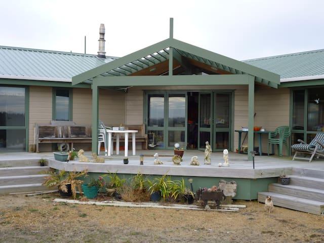 Cosy house near beach and village. - Waitarere Beach - Rumah
