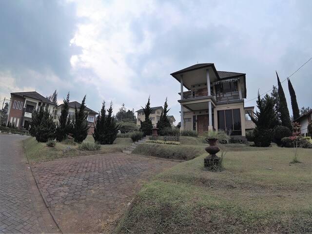 Villa Istana Bunga - Villa Gracia
