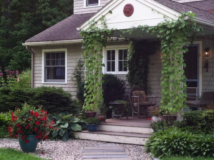 Green, peaceful 2nd floor of country home/ 1 to 4