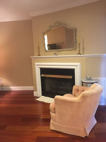 Condo! Beautiful 1 OR 2 Bedroom Condo Stamford, CT