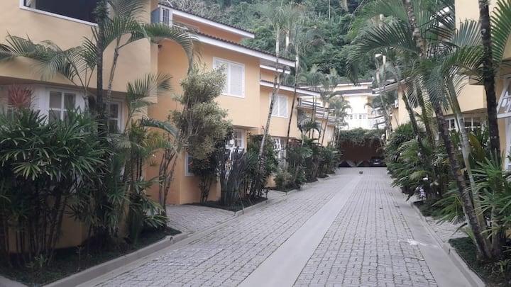Casa em Condomínio Frente ao Mar em Juquehy