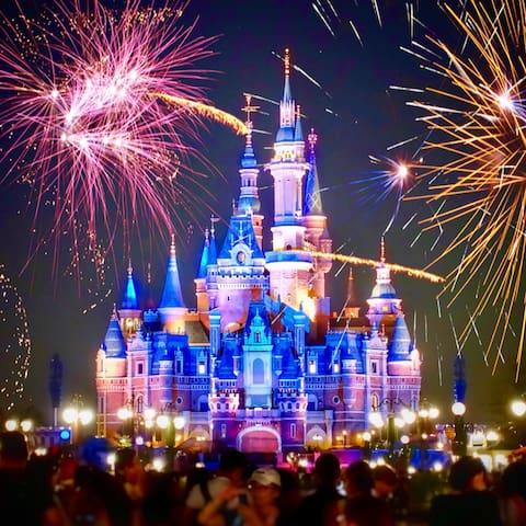 >> Right by Disneyland & Anaheim Convention Center