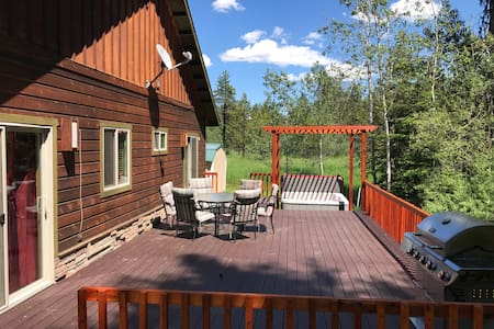 West McCall Cabin for 10, Hot Tub, Pet Friendly