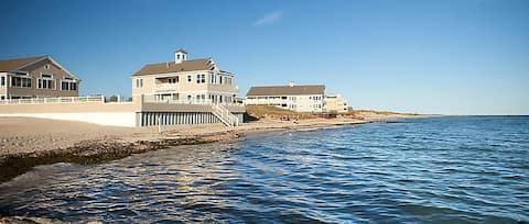 Oceanfront beach house - Entire 1st floor