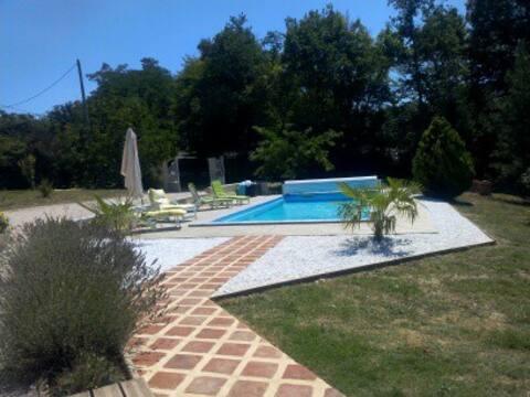 A VALLON Chambre indépendante et piscine chauffée