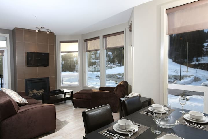 Private Hot Tub + Fireplace | Ski-in/Ski-out