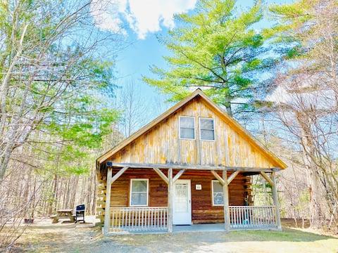 The Moose Lodge Cabin- a retreat on the Ammonoosuc