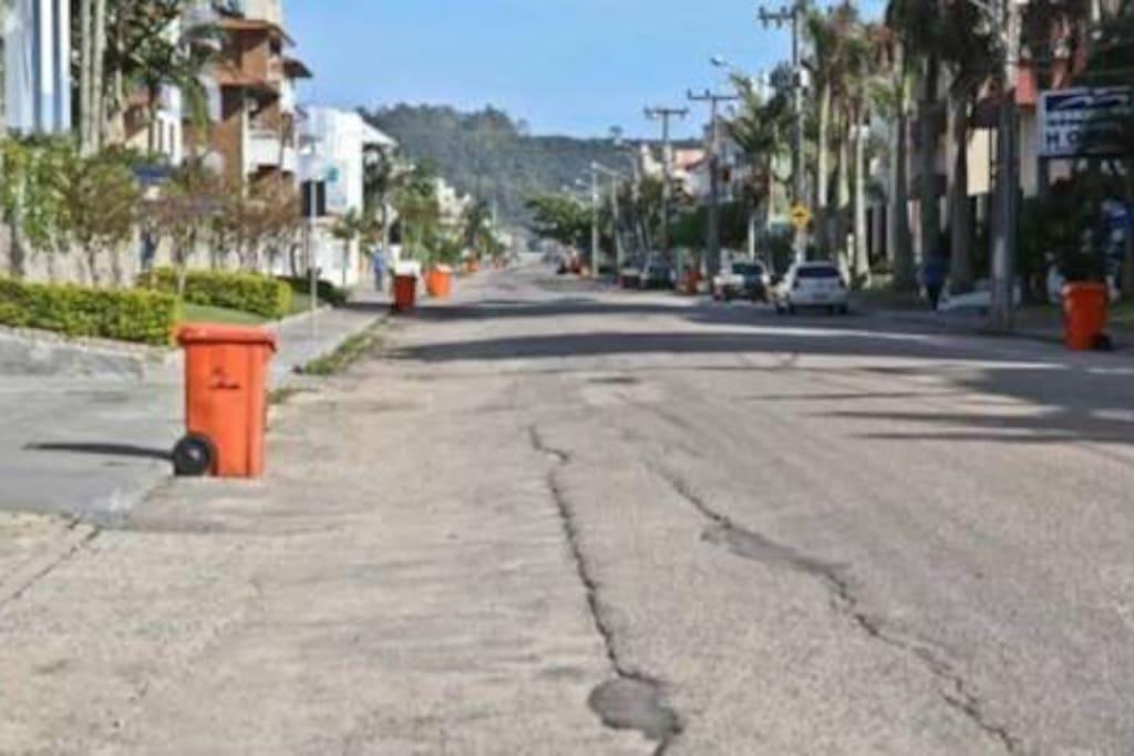 Rua onde está localizado o imóvel.