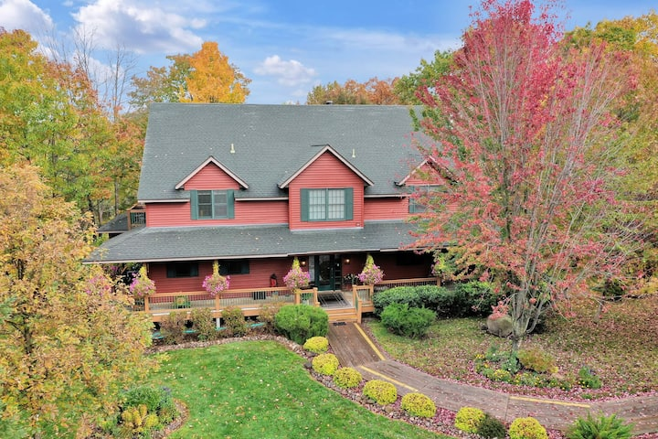 Woodland Trails Lodge with 5 Bedrooms on 90 acres