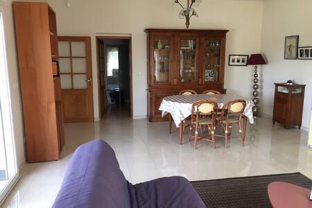 Logement en RDC d'une maison.