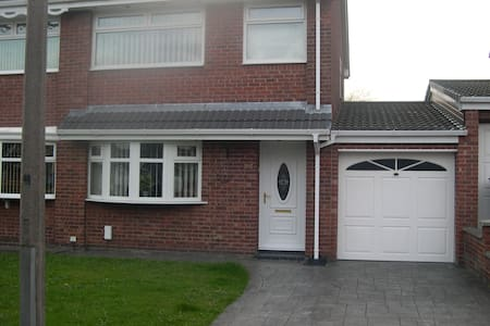 Very tidy comfy house with use of all rooms. - Westhoughton - Rumah