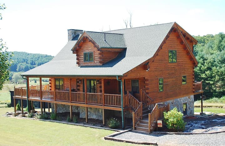 Platinum Place-Hot Tub, Pet Friendly, Pool Table, Ponds, fire pit, Fireplace, WIFI