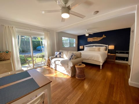 Studio steps from Intracoastal & downtown WPB with bikes
