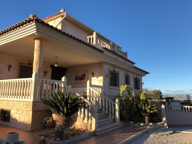 Villa con piscina. Huerta Pliego.Vistas increíbles
