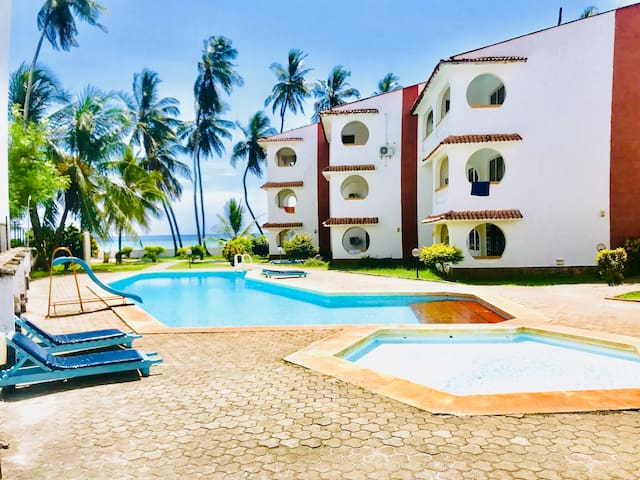 Beach Front 2bedroom +Outdoor Pool
