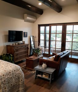 Santa Fe Style Casita with Beautiful Sunset Views!