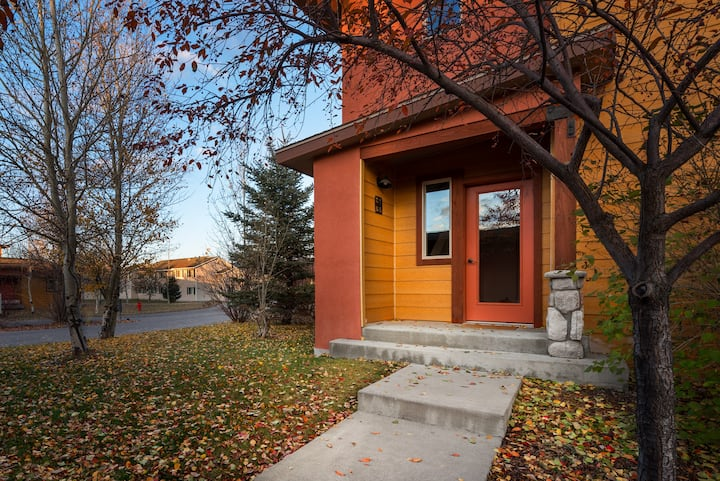 2 BR Upstairs Condo in Victor, ID