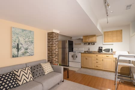 Private 1BD/1BR★Subway Nearby★Free Parking★Laundry
