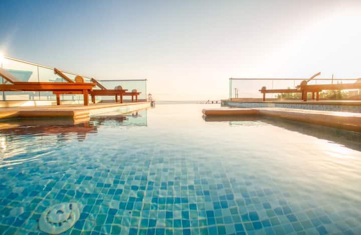 Villa Kore, Luxury, saltwater heated pool, jacuzzi