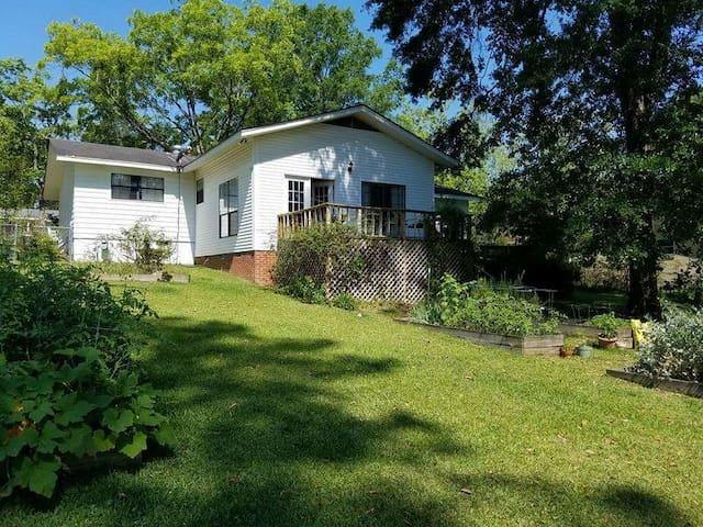 Bonnie's Laurel Cottage