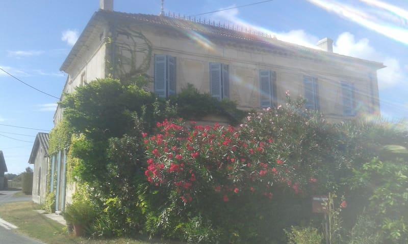 La maison de Cacothy (la chambre rouge) - Queyrac - Rumah