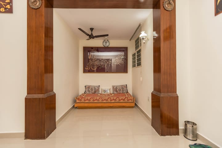 Sun' Abode: Private Spacious Space in Indiranagar