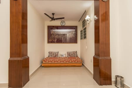 Sun' Abode: Private Spacious Space in Indiranagar