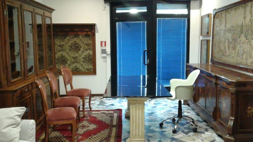 Ufficioarredato vicino Modenacentro - Modène - Maison