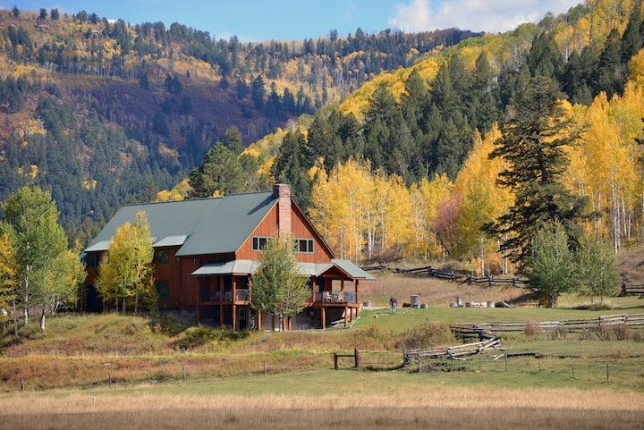 Private 321-Acre Colorado Red Rock River Ranch