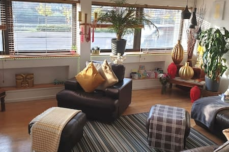 Glasgow City Centre Prime location Clyde Side Apt