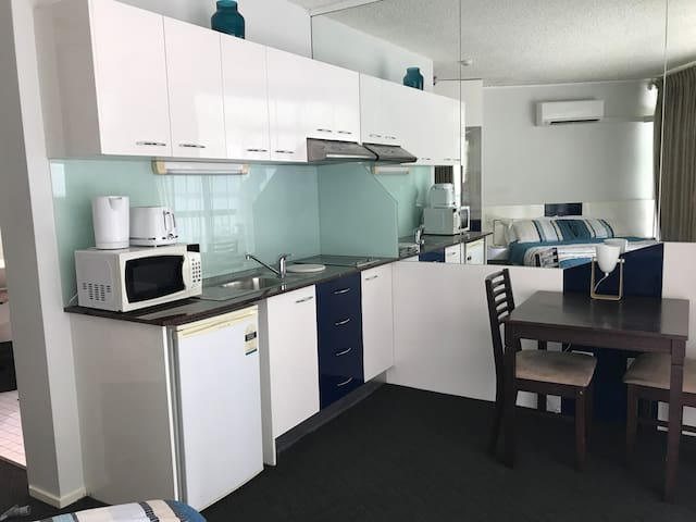 Studio room with kitchenette close to Roma St Park