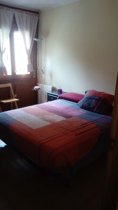 Habitación 1 doble con cama de matrimonio para dos personas