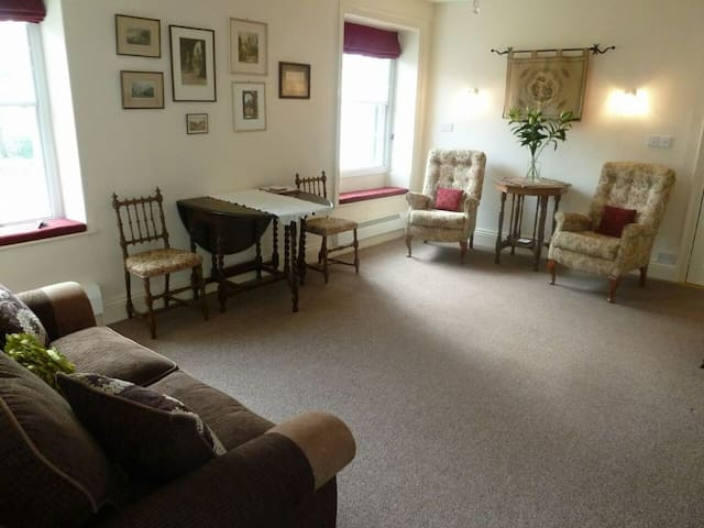 OLD BELFIELD APARTMENT, Bowness on Windermere - Windermere - House