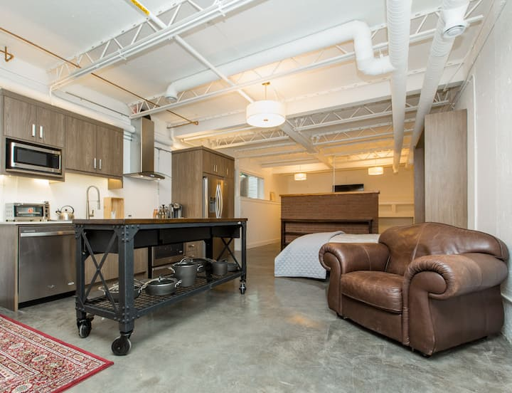 #1 Beautiful Bridgeland Modern Loft Apartment