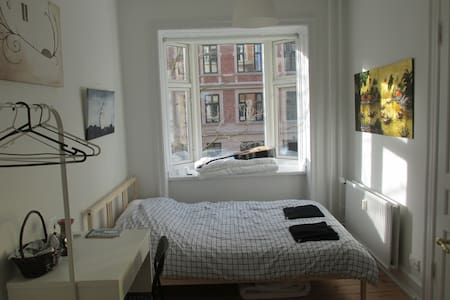 Spacious, sunny & convenient in CPH - Frederiksberg - Appartamento