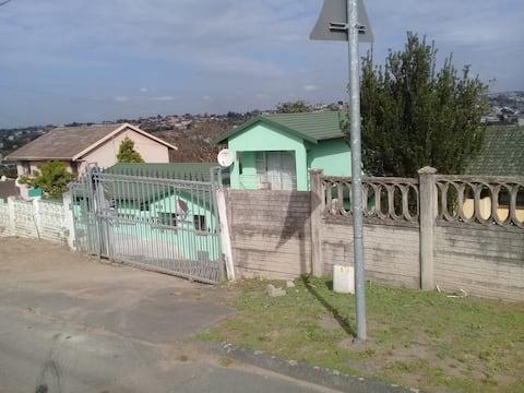 KWA MGOZIMBA GUEST HOUSE (ROOM1)
