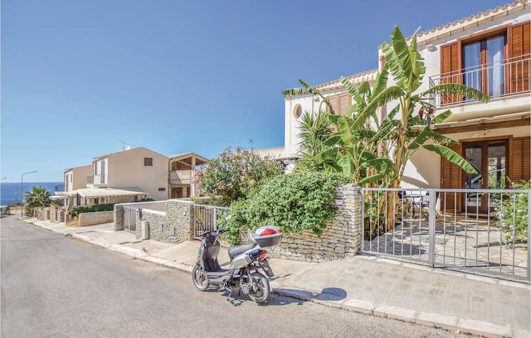 Terraced house with 2 bedrooms on 75m² in Makari -TP-