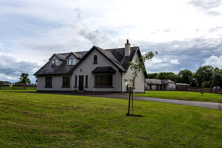 Up to 4 Rooms Country Home in Skryne Close to Tara