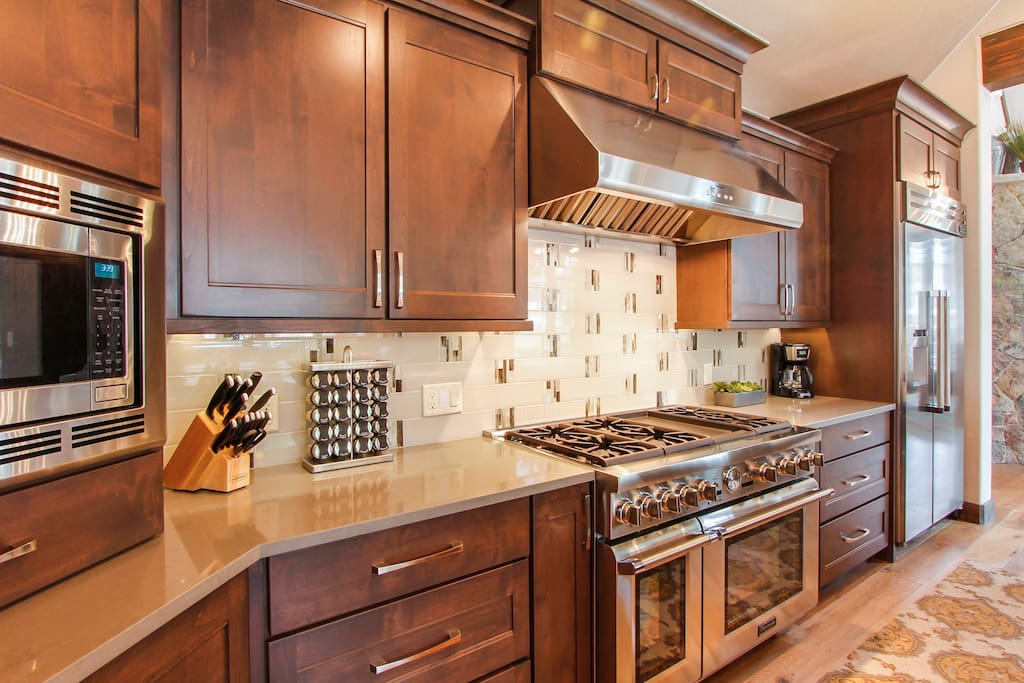 High End Appliances in the Beautiful, Spacious Kitchen