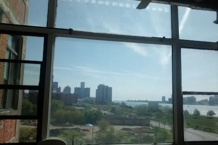 Riverfront Loft | Fantastic Location & View! - Detroit - Loft