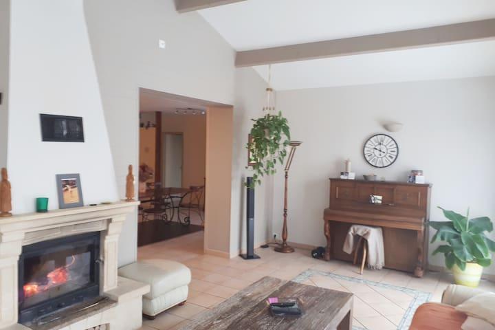 Votre chambre au calme, dans une maison conviviale