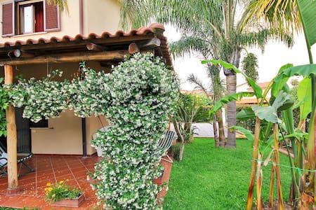Beautiful villa with garden and bbq - Contrada Difesa I