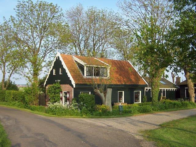 In het groen vlakbij amsterdam in assendelft noord holland nederland - Eettafel schans ...