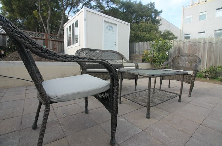 Summer in San Francisco is during August and September. Sit in the backyard and enjoy the summer.