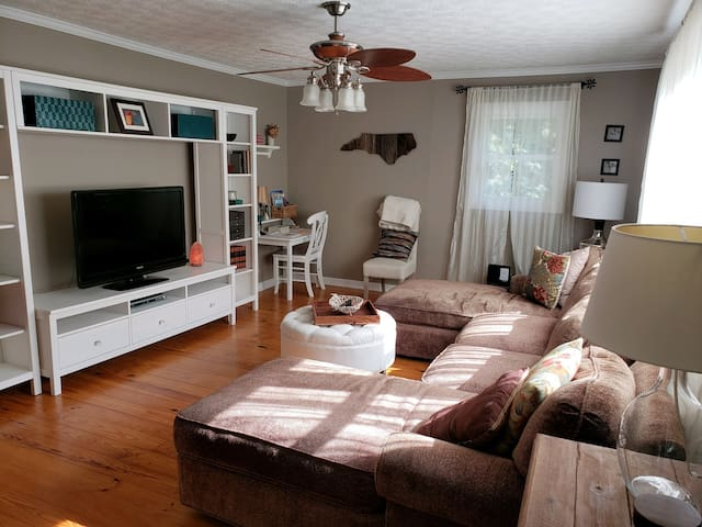 2BR Hideaway, 5 minutes to Boone